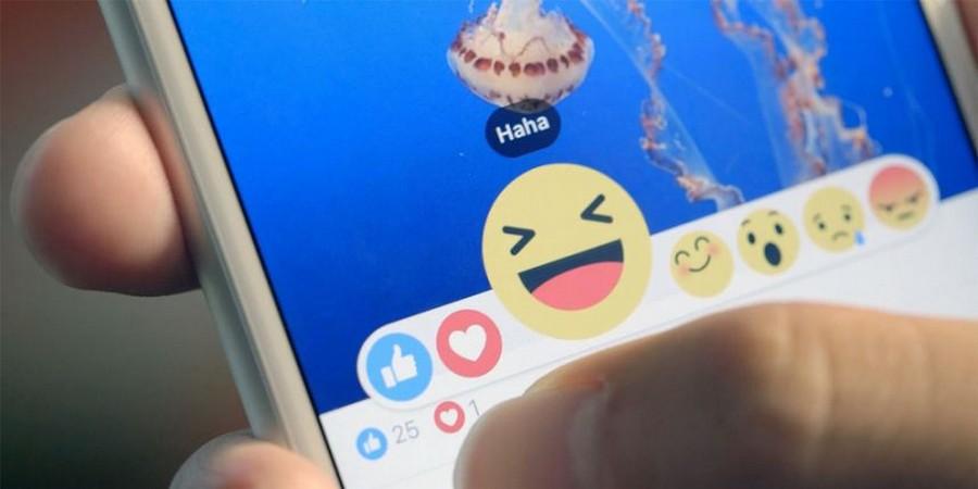 В тестах «Лайк» распадался на шесть эмоций, но кнопку «Yay!» (русский аналог «Ура!») решили удалить, поскольку не все её смысл понимают.
