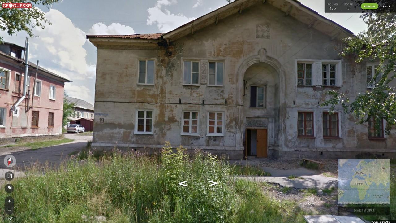 Случайный кадр из GeoGuessr. Характерная архитектура, состояние домов и «четырка» выдают российскую глубинку. Проверяем... Так и есть: Пермский край.
