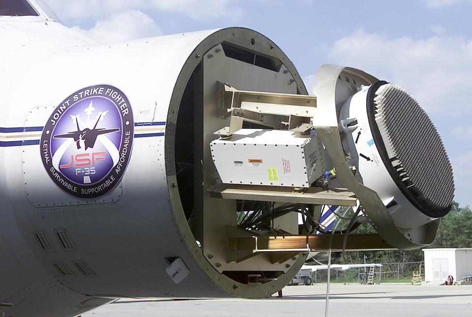 Бортовая РЛС AGP-81 на F-35 (фото: Northrop Grumman).
