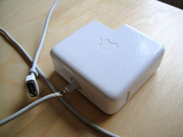 Сломался кабель MacBook