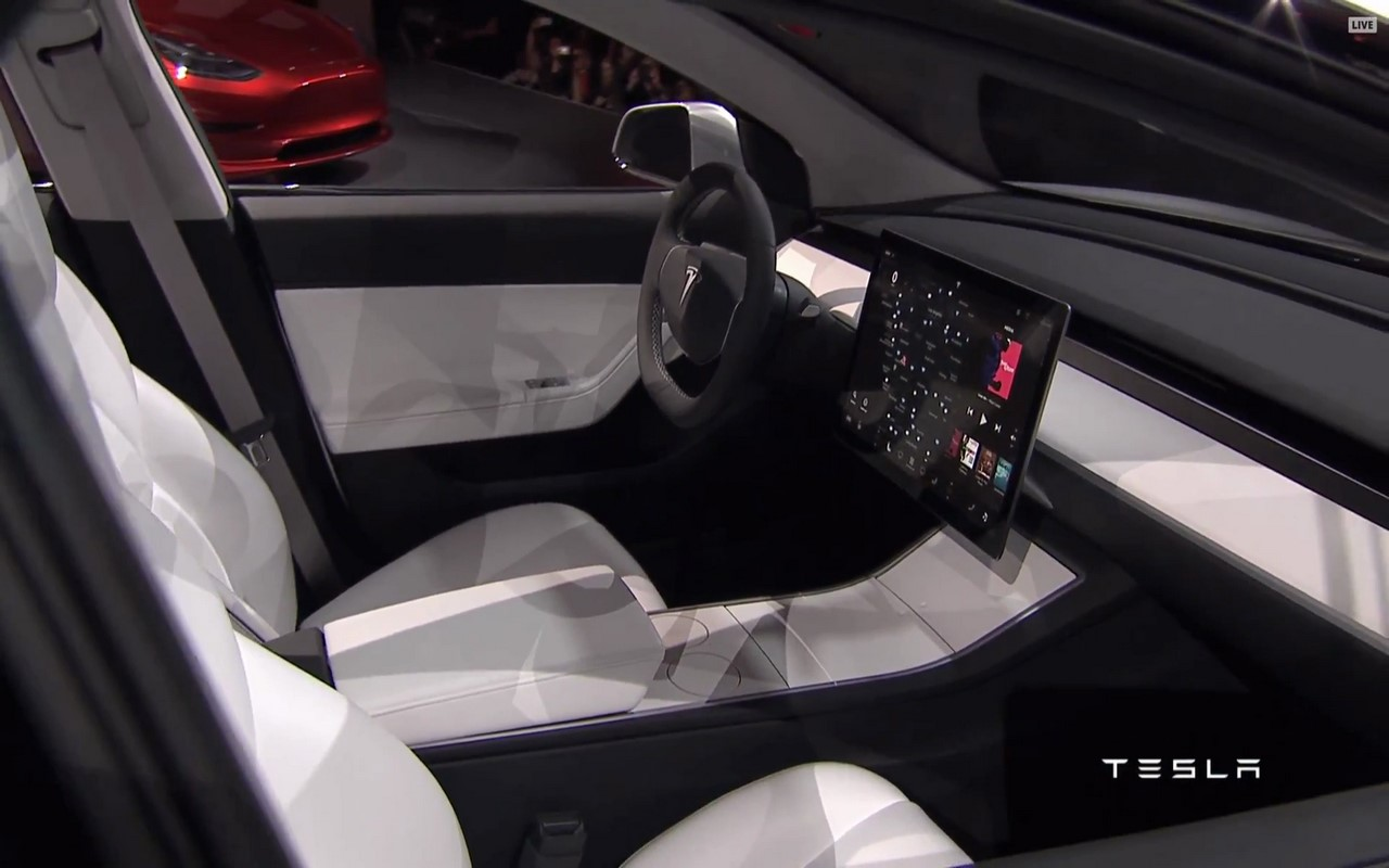 Простенько и со вкусом: вот  и вся приборная панель Model 3.