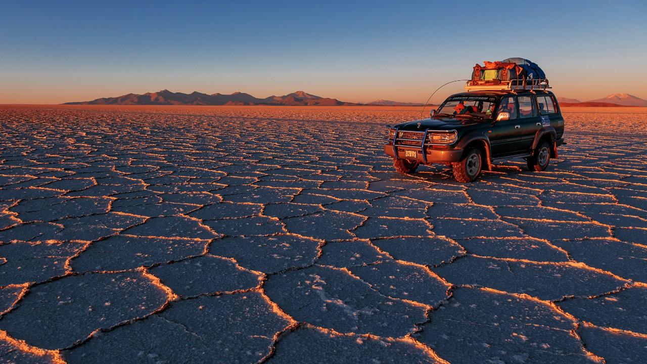 Солончак Salar de Uyuni в Боливии содержит, по разным оценкам, от четверти до половины разведанных мировых запасов лития.