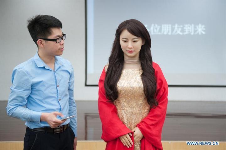У Цзя Цзя есть не только все атрибуты классической китайской красавицы, но и способность к глубокому обучению встроенной нейросети.
