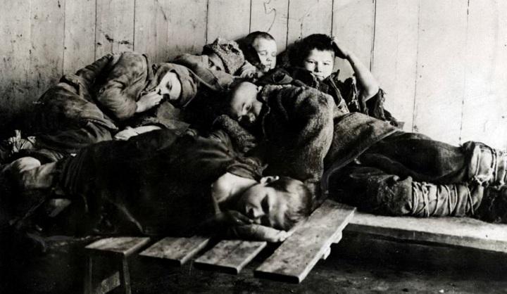 И было детей, потерявших семьи, после Гражданской семь миллионов человек... И их надо было вернуть в общество, одновременно обучая...