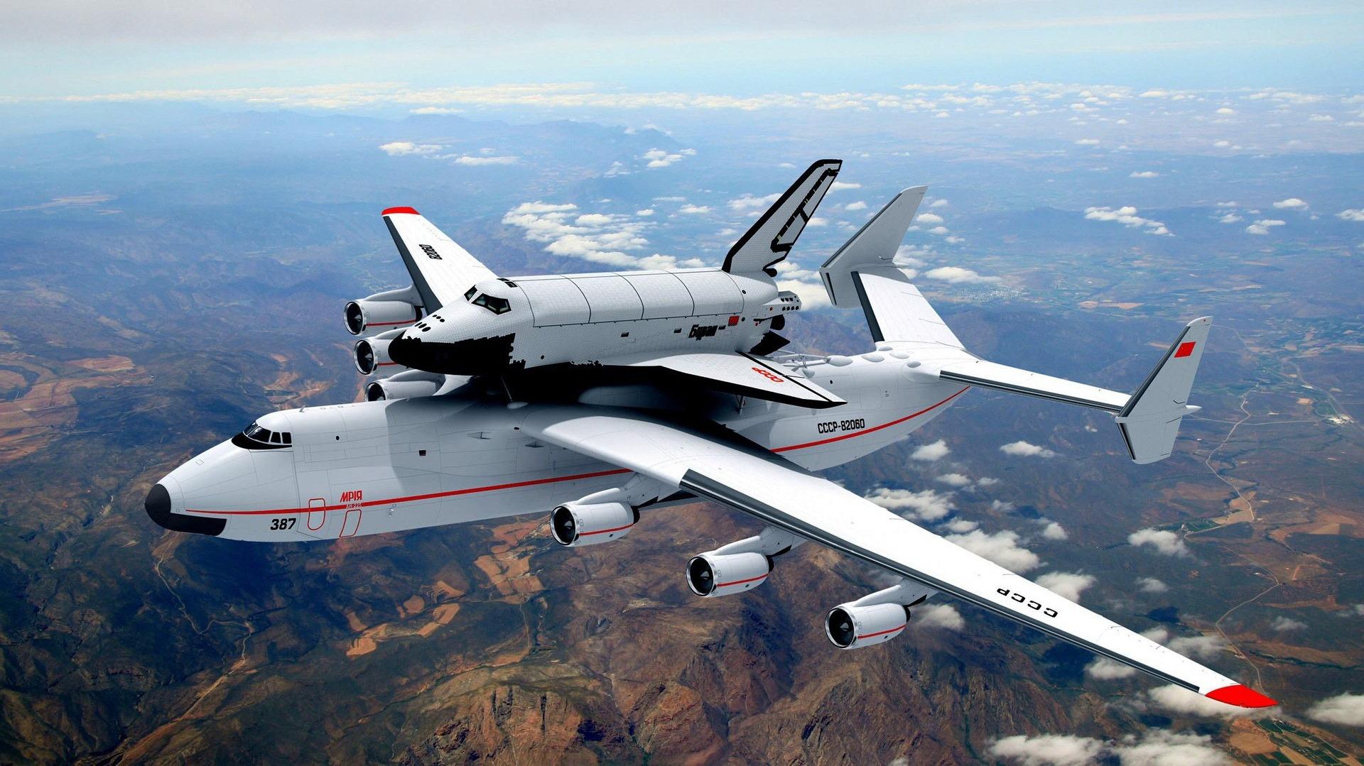 Многоразовый орбитальный корабль «Буран» на самолёте Ан-225 «Мрия».