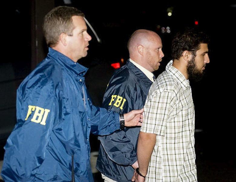 ФБР проводит аресты (фото: nydailynews.com).