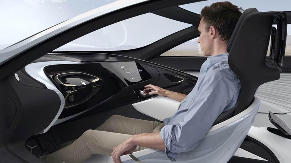 Убирающийся руль в электромобиле LeSEE (фото: gizmag.com).