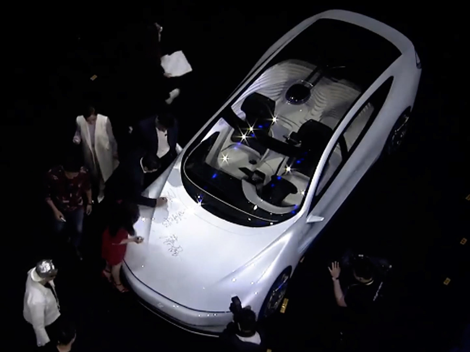 Панорамное остекление электромобиля LeSEE (фото: techcrunch.com).