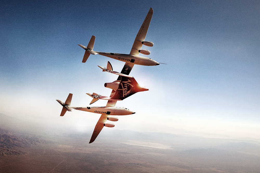 Самолёт-носитель White Knight Two и ракетоплан SpaceShipOne (фото: space.com).