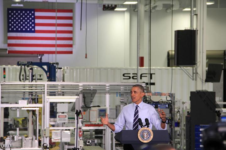 Новый завод  аккумуляторов Saft America – роботы вкалывают, а человек несчастлив… И большой американский флаг ситуации не изменит!