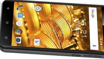 Fly начинает продажу в России смартфона Fly Cirrus 4.