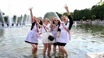 «Окно в город» покажет выпускной бал в Парке Горького.