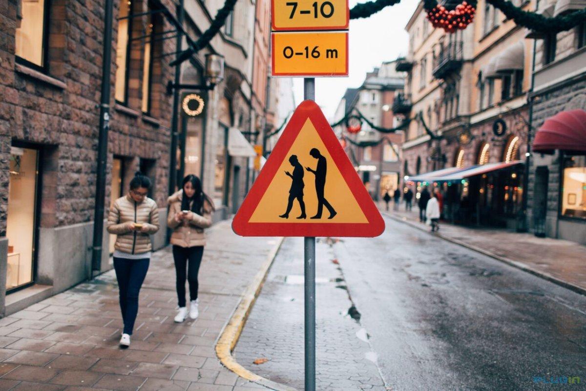 Когда вы на моноколесе, встреча с пешеходом, уткнувшимся в мобильник, это совсем не смешно. Краем глаза он вас, вероятно, замечает, но поскольку занимаемый вами объём пространства и скорость (которую вы уже снизили, опасаясь столкновения) сопоставимы с пешеходными же, он и не подумает оторваться от экрана или сделать хотя бы шаг в сторону. Так что если и вам поворачивать некуда, придётся тормозить человека руками.