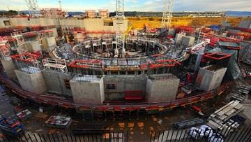 Пробные пуски первого в мире термоядерного реактора ИТЭР перенесены.