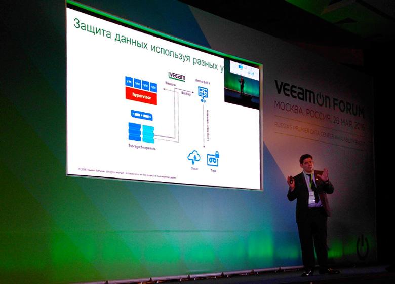 Руководитель группы системных инженеров Veeam Виталий Савченко.