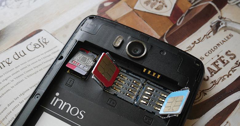 У innos D6000 – три честных слота: один под MicroSD и два – под SIM-карты