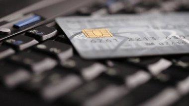 «Сбербанк» прогнозирует массовый отказ от пластиковых карт в 2018 году.