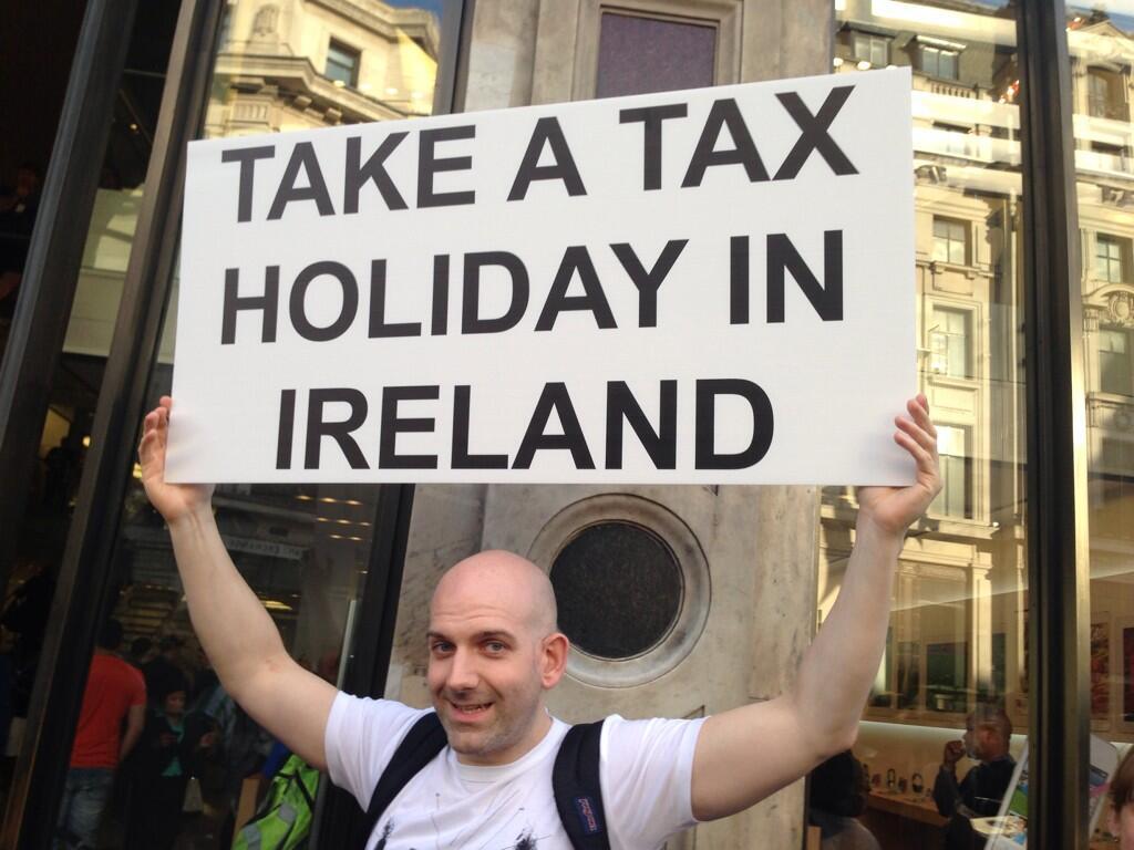 Интересно, что сторонники варианта «взять деньги» нашлись и в самой Ирландии: сумма-то огромная, можно финансировать например здравоохранение страны.