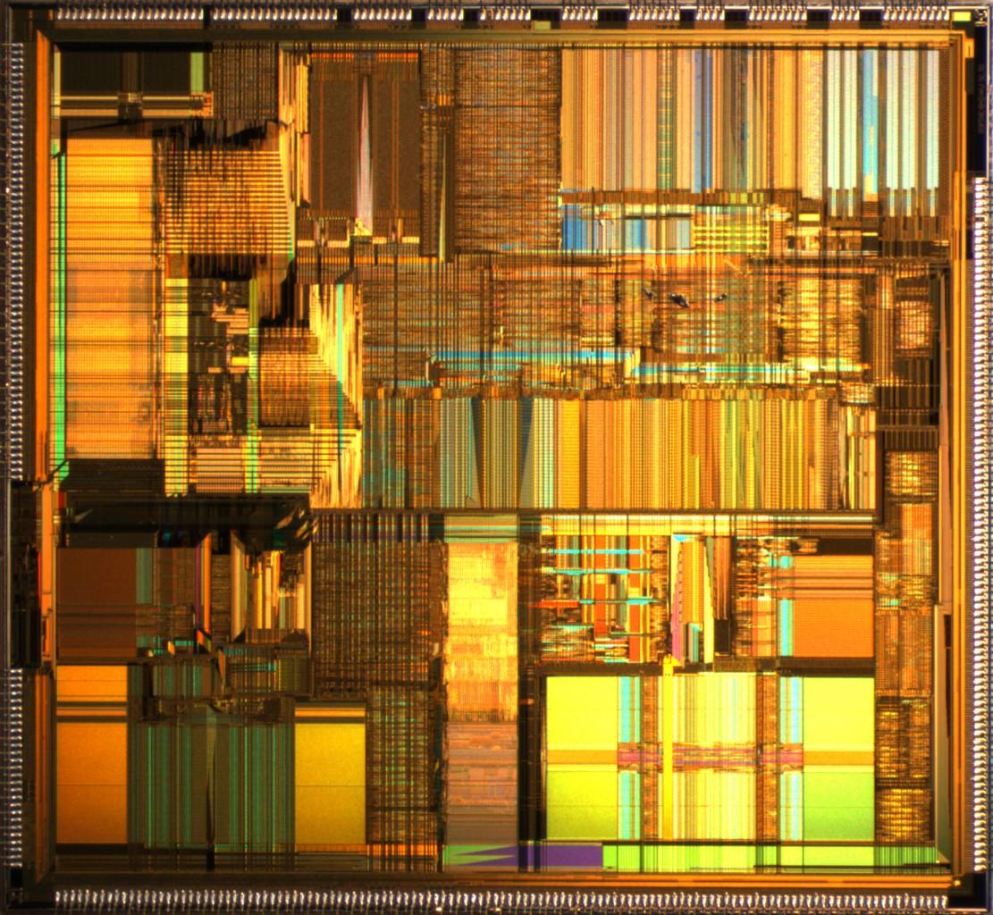 Просто для красоты: один из последних процессоров Intel. Я не знаю, спрятан ли здесь и если спрятан, то где, нейронный блок.