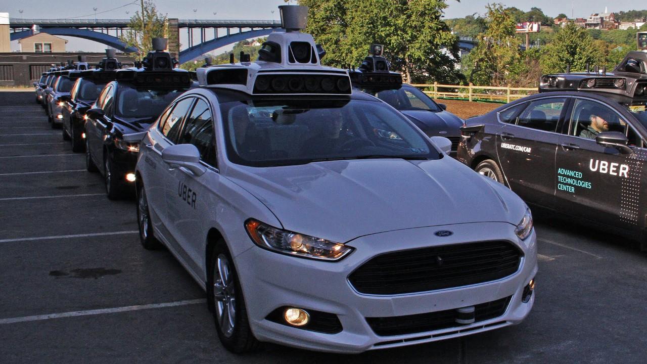 Uber разработала робоначинку сама — купив для этого сотни сотрудников Carnegie Mellon University и несколько стартапов. Суммарно на свой робопроект она истратила уже больше миллиарда долларов (включая картографирование и даже перестройку улиц). Много? Но задачу создания роботакси компания считает одной из самых важных.