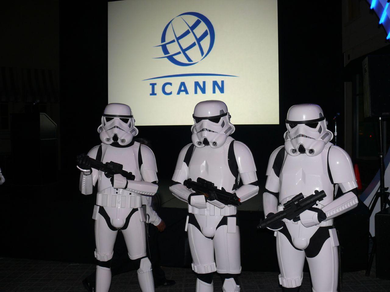 ICANN всегда представлялась этакой «обителью зла», погрязшим в бюрократии и внутренних склоках паразитом на теле глобальной сети. Тем удивительней наблюдать сейчас, как резко изменилась оценка её роли!