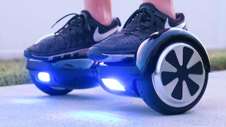А это типичный гироскутер: два небольших колеса и педали между ними.
