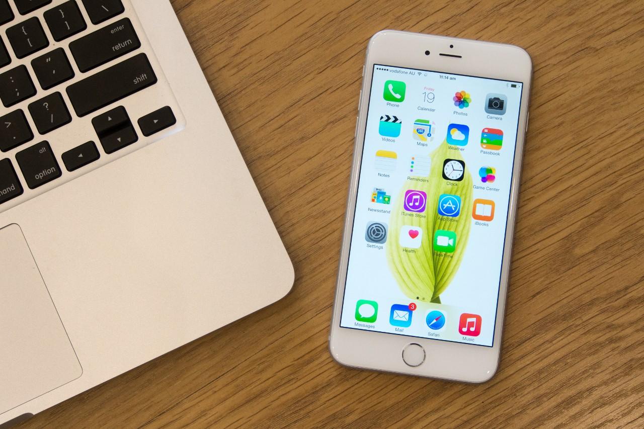 IPhone 6/6 Plus стали первыми в «яблочном» семействе смартфонами формата фаблет: непривычно большой корпус, экран.