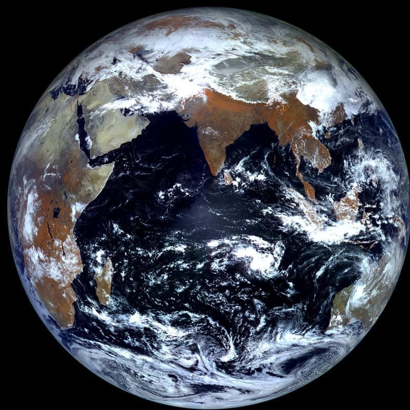первое фото земли из космоса наглядности ввязали две