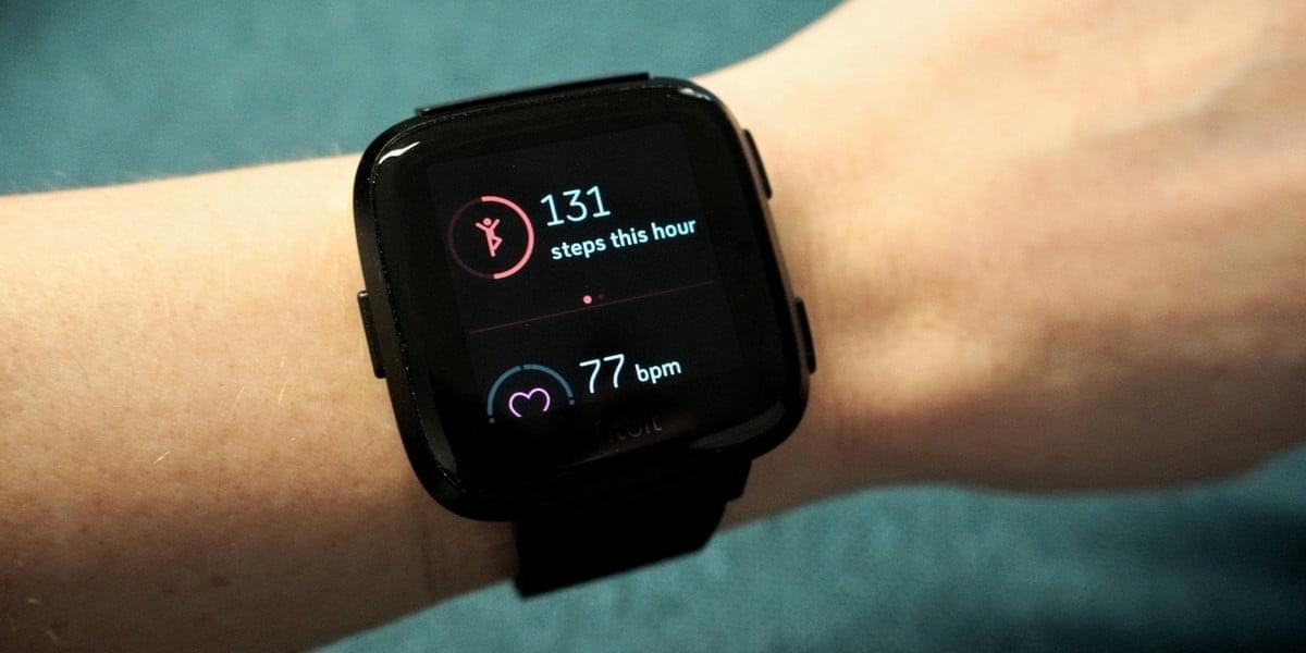 Продажи умных часов и фитнес-трекеров выросли вдвое