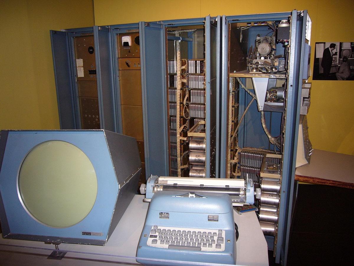 Создатели игры Spacewar имели в своем распоряжении PDP-1 ценой в $120000…