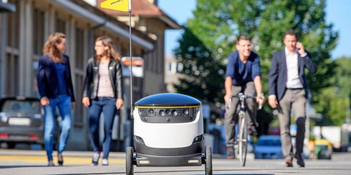 Робот-доставщик – это просто небольшой ящик на колесах, в силу неторопливости не представляющий опасности окружающим…
