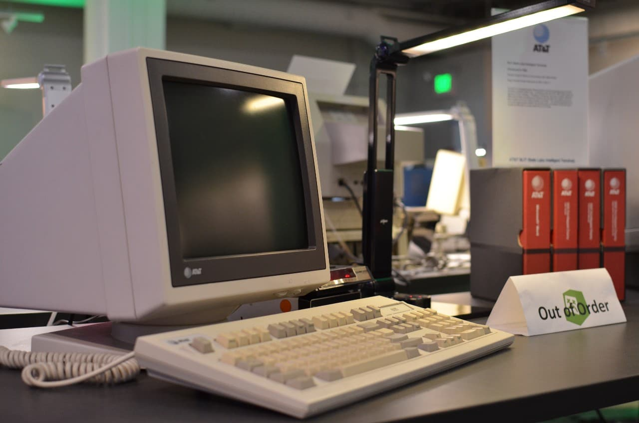 Ещё двадцать лет назад для работы с любым цифровым контентом требовался компьютер. Сегодня — сможете ли вы назвать хоть один формат или задачу, для которых персональный компьютер действительно необходим?