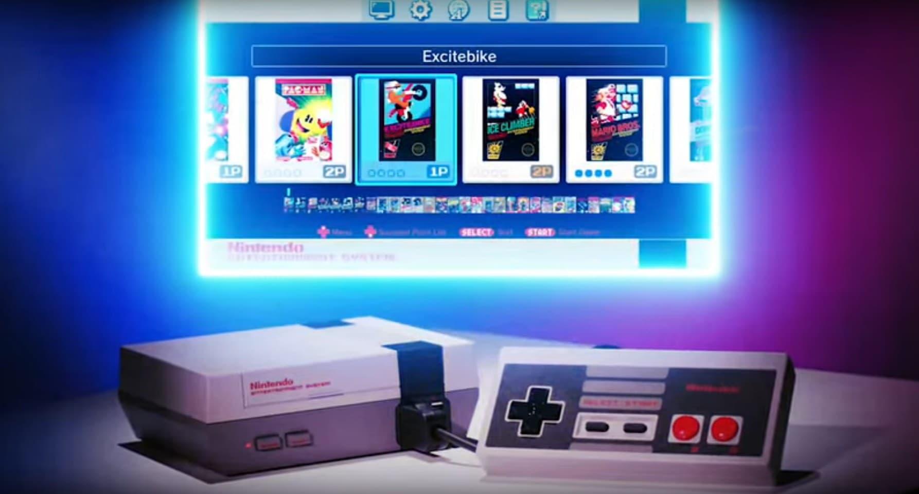 А это NES Classic Edition: умещается на ладони и подключается к современным телевизорам.