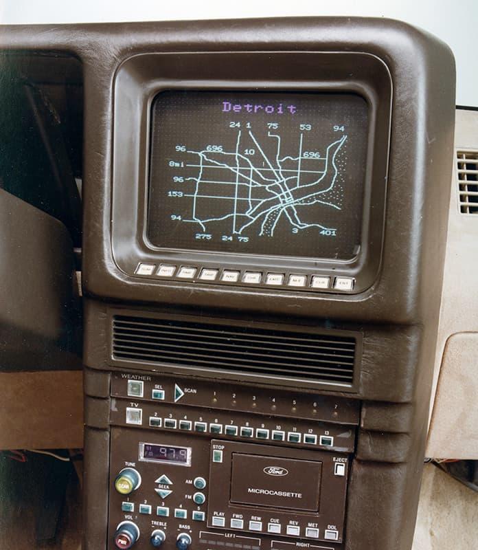 Навигатор Ford Tripmonitor работающий со спутниковой сетью Transit