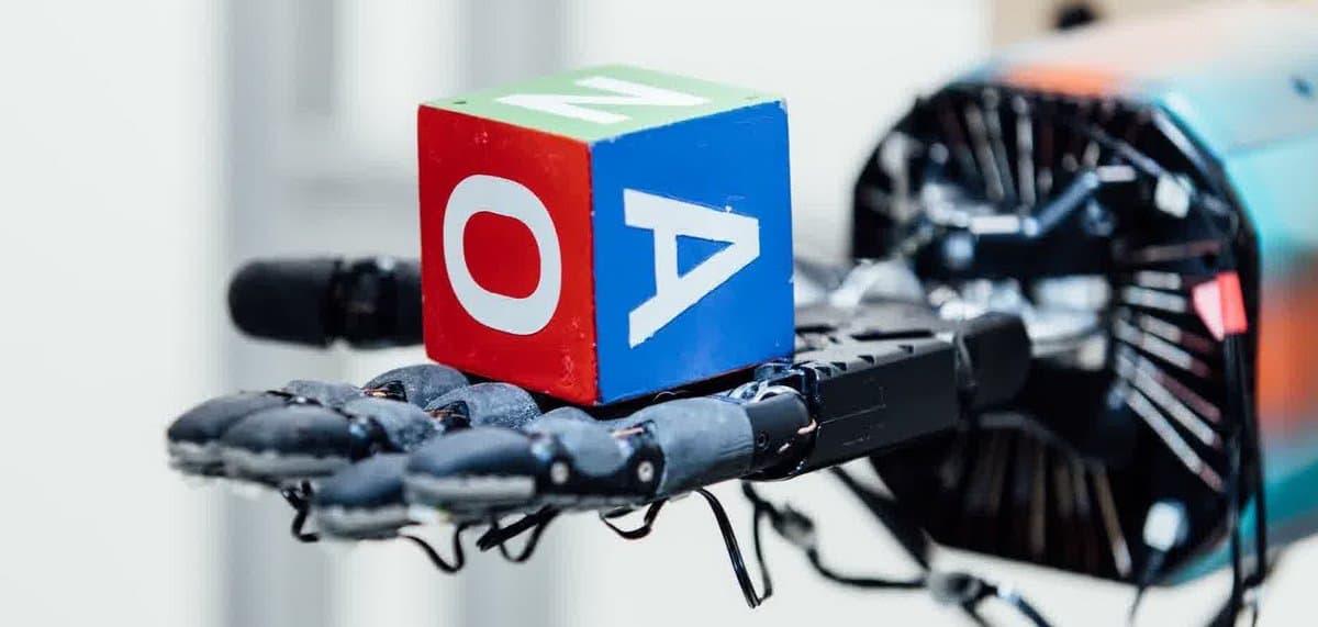 Как мир компьютерных игр помог роботу Dactyl освоить престидижитацию