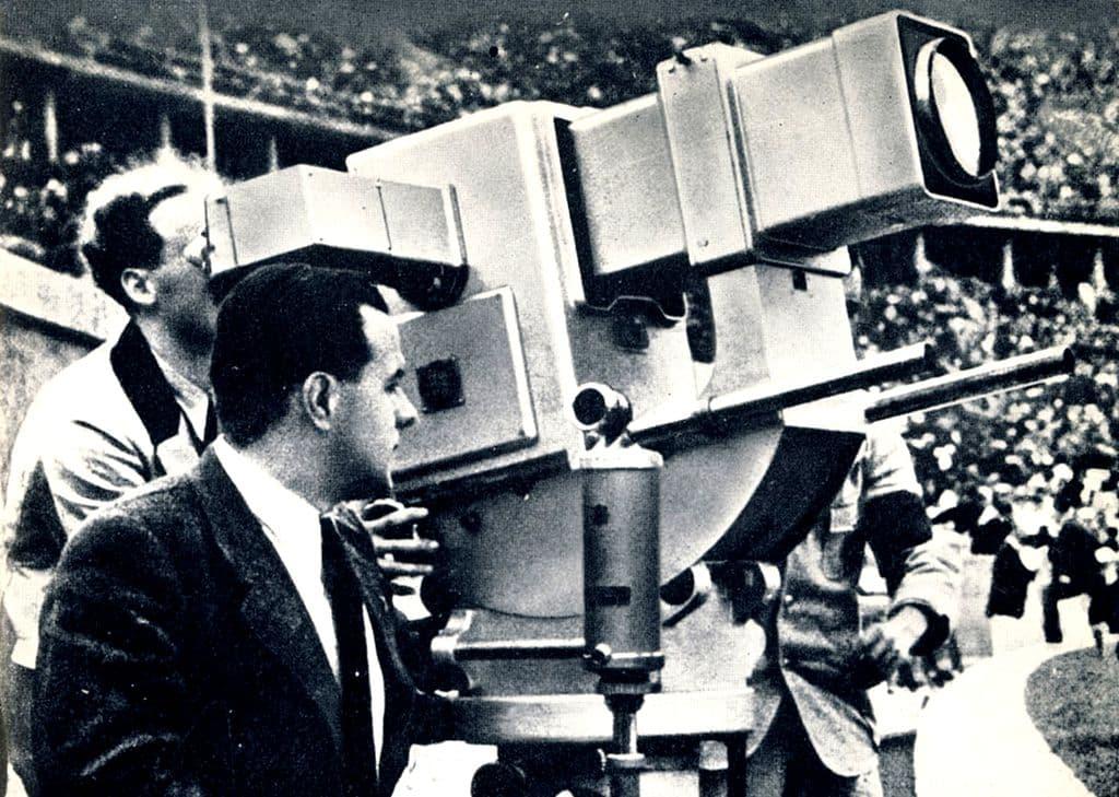 Камера Olympia-Kanone, использовавшаясяна Берлинской олимпиаде 1936 г., была дорога и громоздка, но давала разрешение лишь в 180 строк…