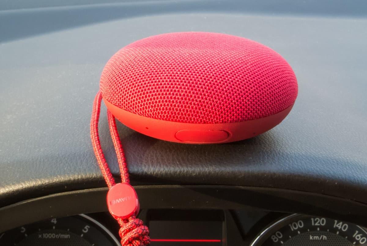 Huawei SoundStone – портативная акустика для путешественника или домоседа