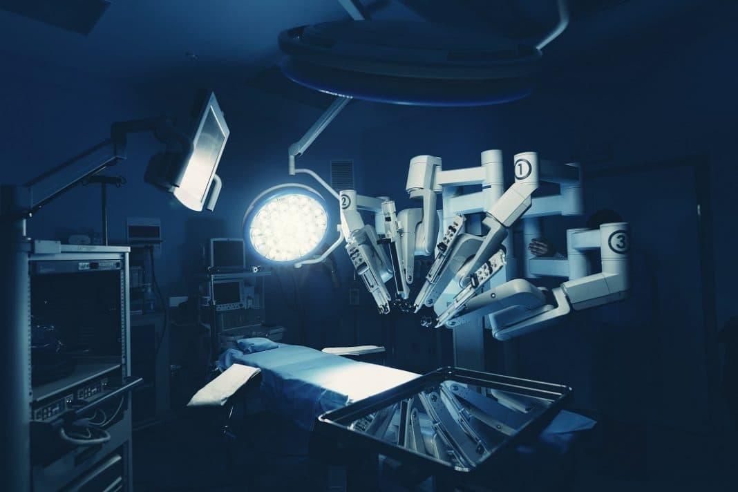 Пациент умер во время операции, выполняемой роботом