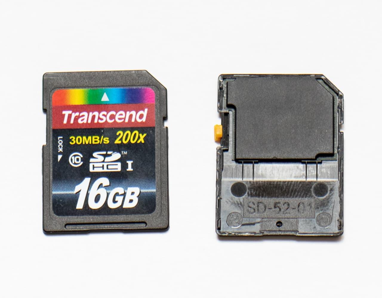 В новых картах SDHC чип памяти и плата слеплены «бутербродом»