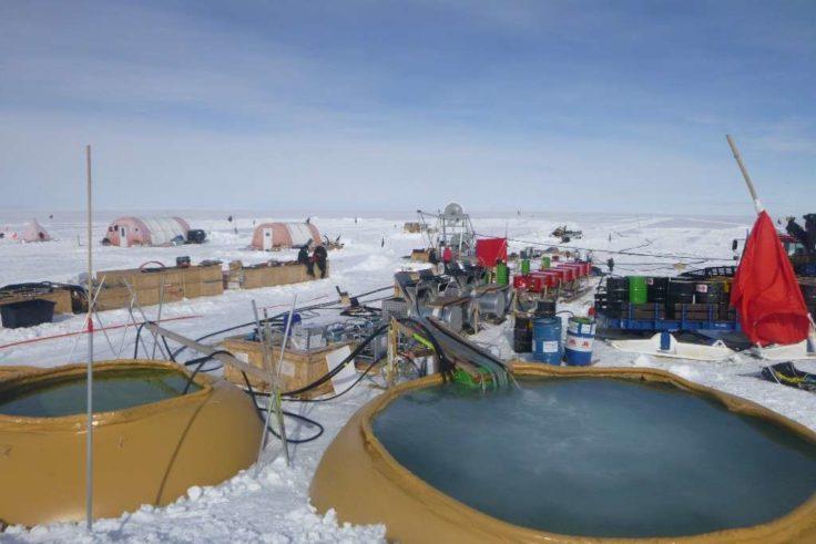 Группа ученых «пробурила» скважину в Антарктиде при помощи горячей воды