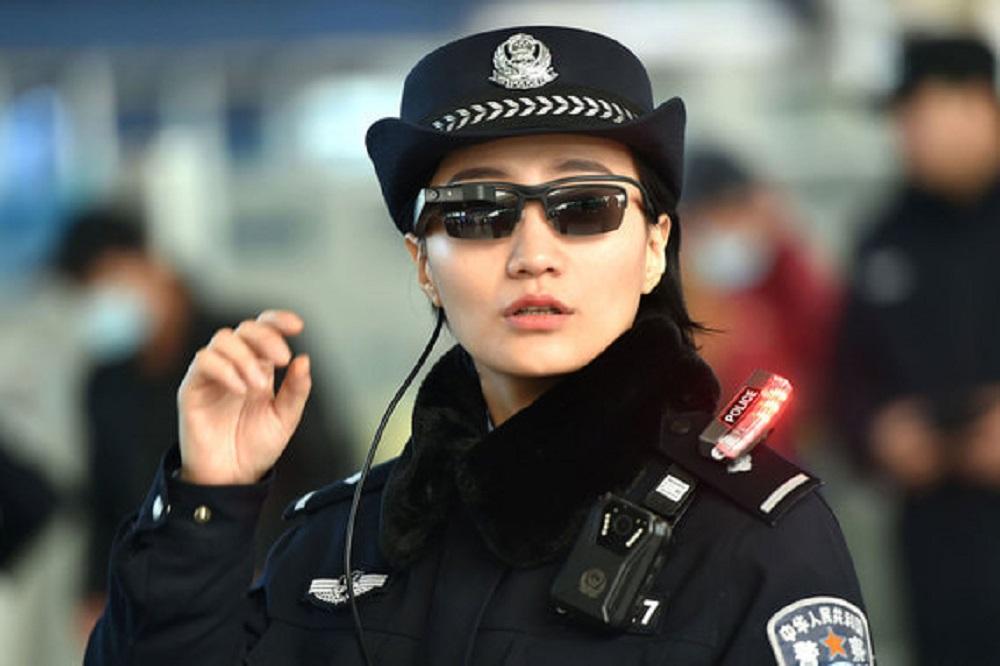 смарт-очки для полицейских.