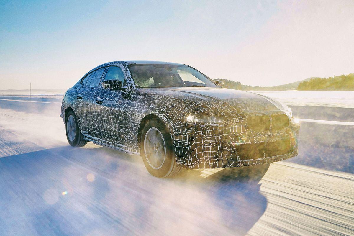 «Четырехдверный купе» i4 разгоняется до 62 миль в час всего за 4 секунды.