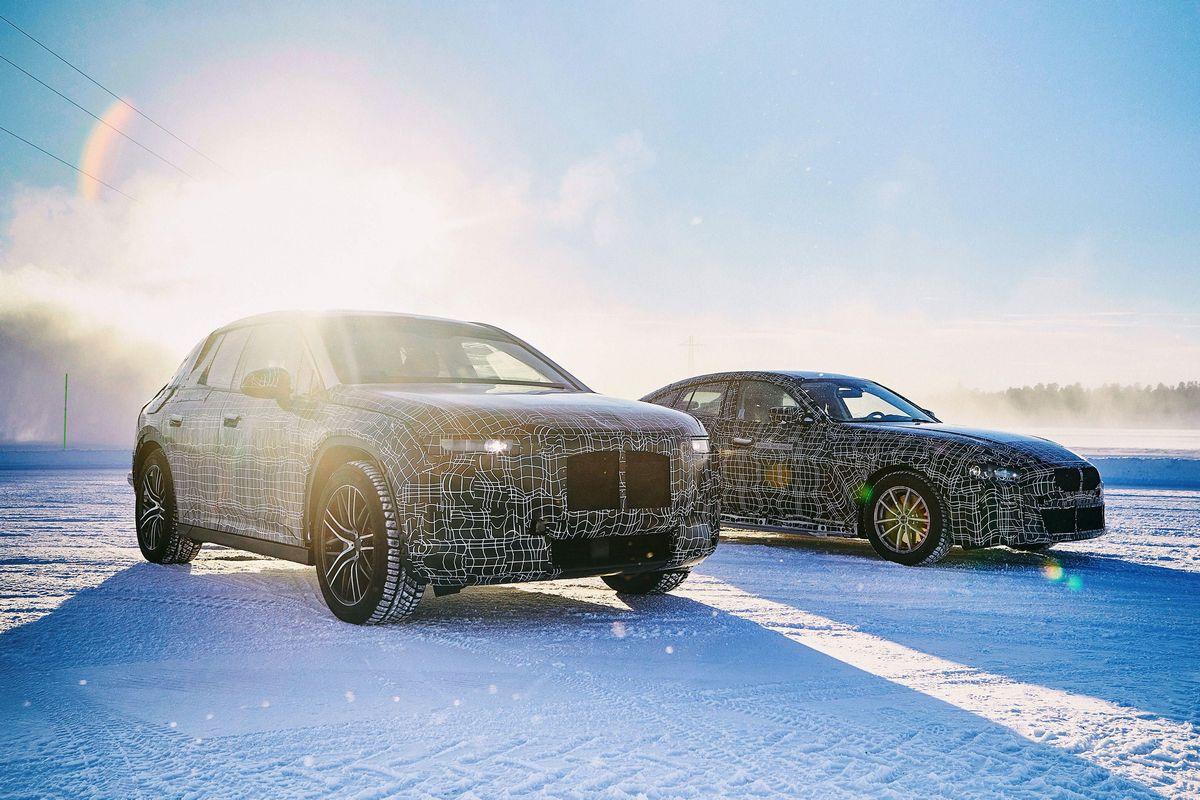 На фото: BMW iNext и i4 проходят зимние испытания в Арьеплуге, Швеция
