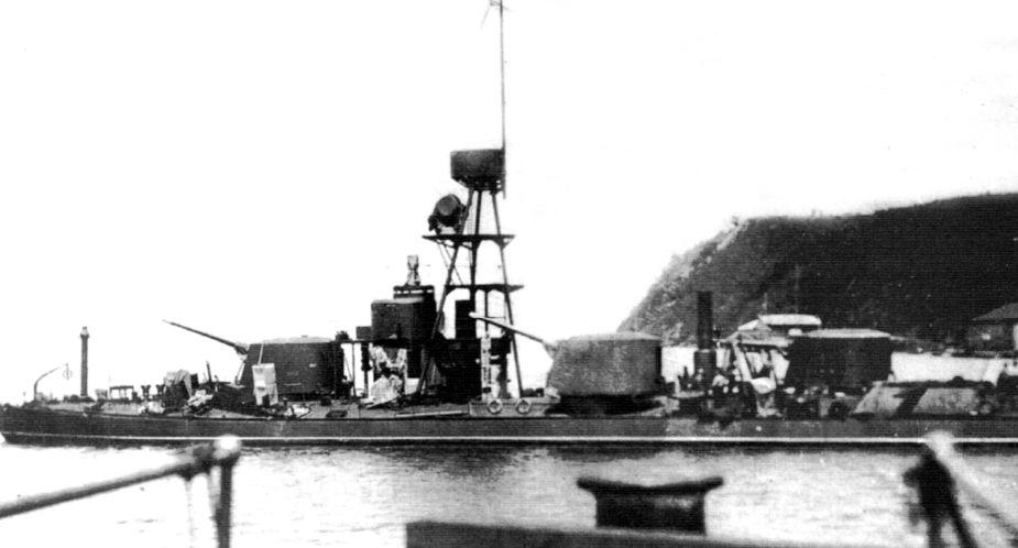 «Карманные линкоры» нацистов известны широко – но за два десятилетия до них в России была построена серия канонерских лодок с дизелями; на «Смерче» они были Коломенского завода, где работал инженером отставной лейтенант Д.Д.Филиппов