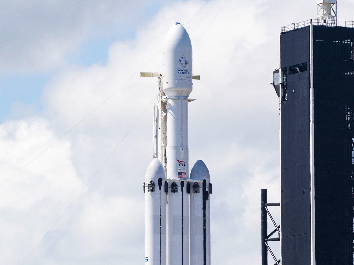 SpaceX провела успешные испытания всех ускорителей самой мощной ракеты в мире