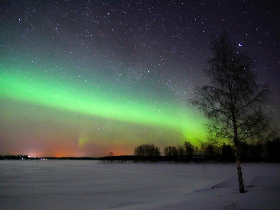 Северный магнитный полюс быстро смещается – что станет с северным сиянием?