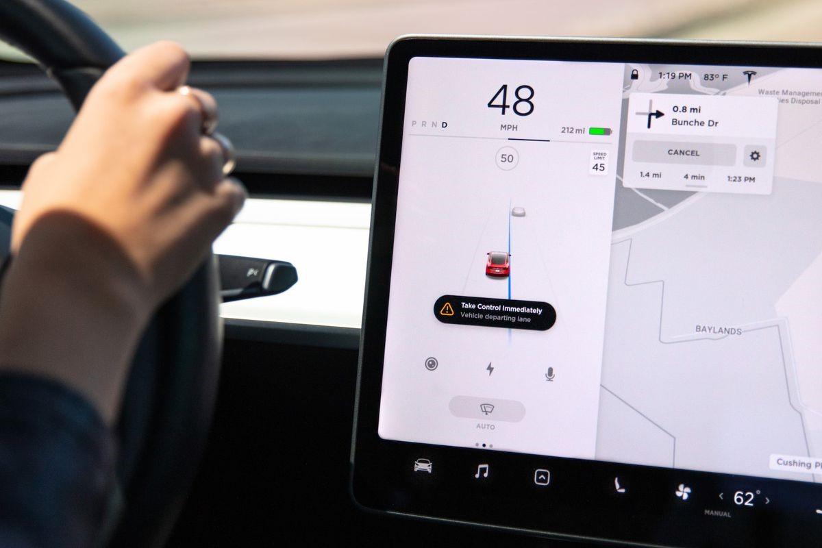 Новые системы безопасности Tesla: вождение стало еще безопаснее