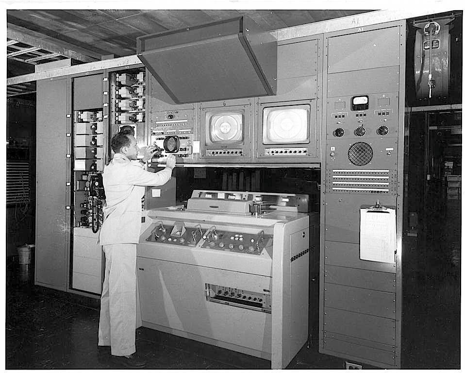 Видеомагнитофон VR-1000 фирмы Ampex в 1956 году стоил как пять домов или двадцать восемь автомобилей…