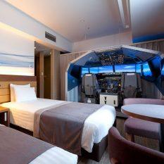 В японской гостинице оборудован номер с полнофункциональным авиатренажером