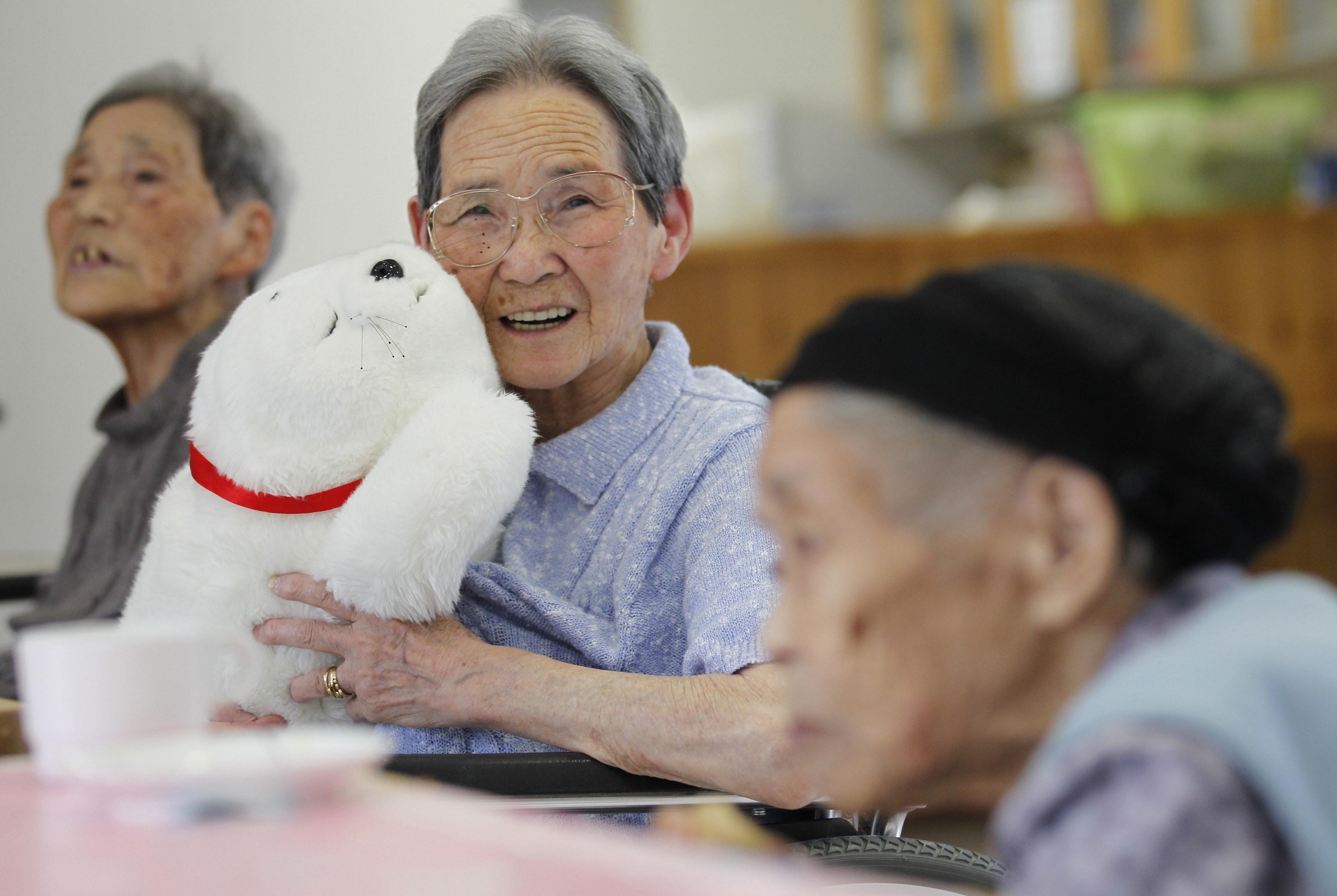 Революция роботов: особенности разработки технологий для престарелых людей